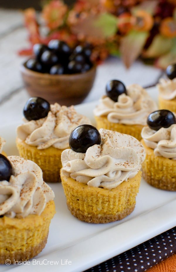 Pumpkin Spice Latte Cheesecake Bites - mini treats with pumpkin and coffee make a fun treat for fall parties.