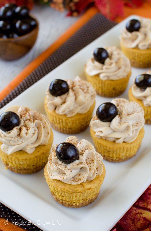 Pumpkin Spice Latte Cheesecake Bites - a sweet treat that mimics that fall coffee drink. Great dessert recipe for fall parties!