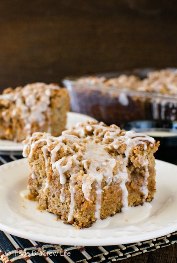Banana Caramel Coffee Cake - layers of caramel cheesecake, crumbs, & glaze make this banana cake an awesome breakfast recipe!