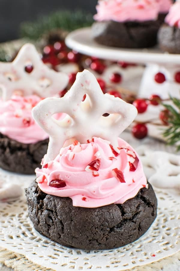 Chocolate Peppermint Fluff Cookie Cups - easy little cookie cups with a fluffy peppermint fluff filling and candy bits make a fun cookie. Great dessert recipe for holiday parties!