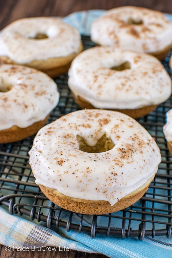 Eggnog Donuts - these easy baked donuts are loaded with eggnog flavor! Great recipe for a holiday breakfast!