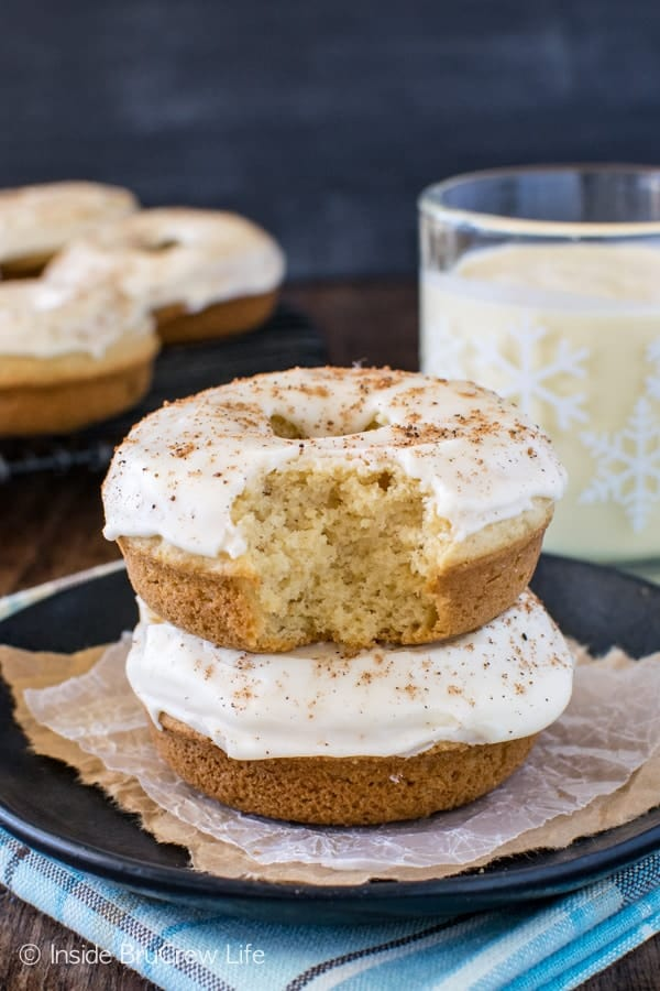 Eggnog Donuts - two times the eggnog flavor makes these baked donuts taste amazing. Great holiday breakfast recipe!