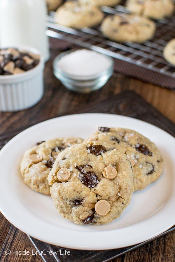 Salted Caramel Chocolate Chip Cookies - sweet and salty flavors make these cookies a must make recipe for your cookie jar!