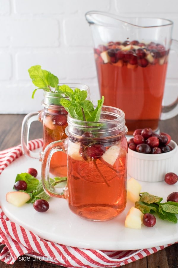 Sparkling Cranberry Apple Punch - mixing fruit juice and 7UP makes a great party punch recipe that everyone will love!