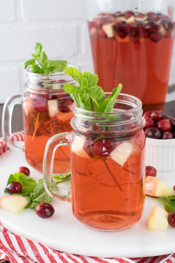 Sparkling Cranberry Apple Punch - this easy 3 ingredient punch is a great drink that everyone can enjoy at parties!