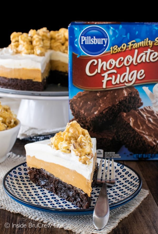 White Chocolate Caramel Mousse Brownie Cake - layers of fudgy brownie and no bake cheesecake mousse make this dessert recipe a must make!