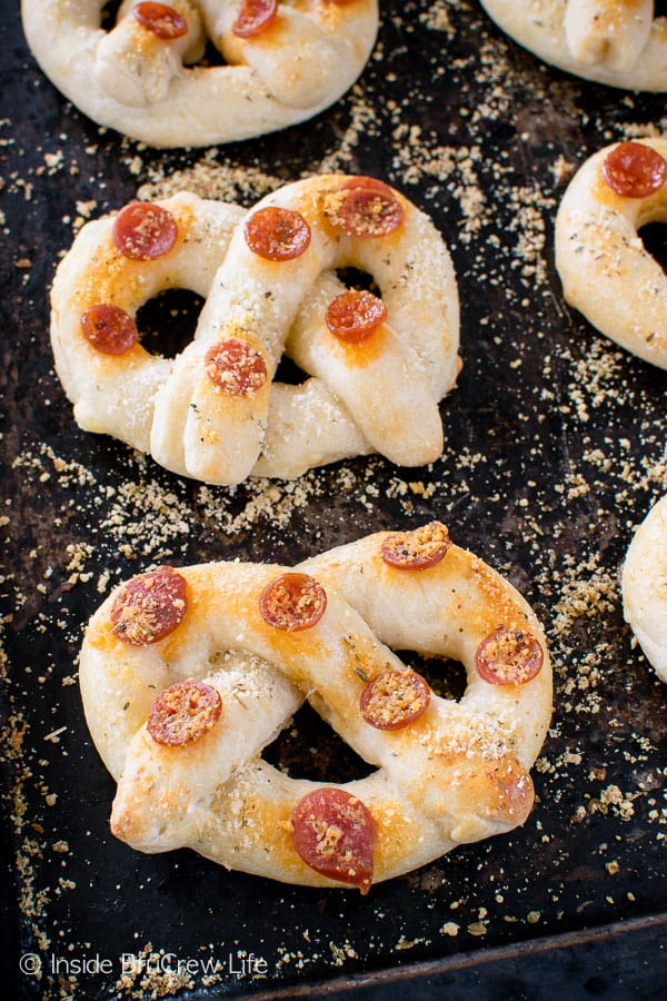 Easy Pepperoni Cheese Pretzels - cheese and pepperoni make these fun pretzel shaped breadsticks a fun snack for after school or with dinner!