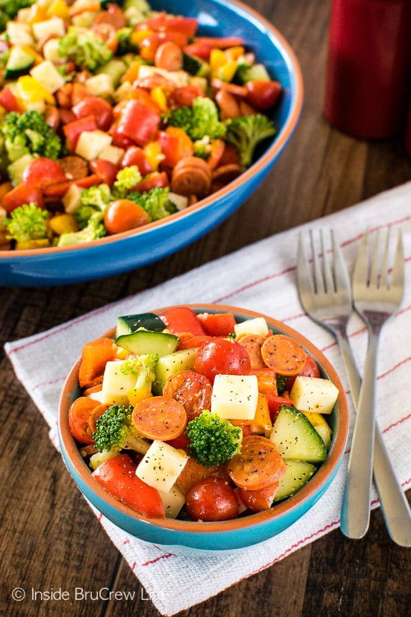 This easy Italian Veggie Salad is loaded with your favorite veggies, cheese, & pepperoni. Great healthy recipe for dinner!