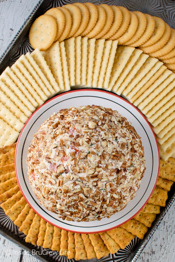 Tomato Basil Cheese Ball - three kinds of cheese, fresh veggies & herbs, and nuts make this an awesome dip for game day parties!