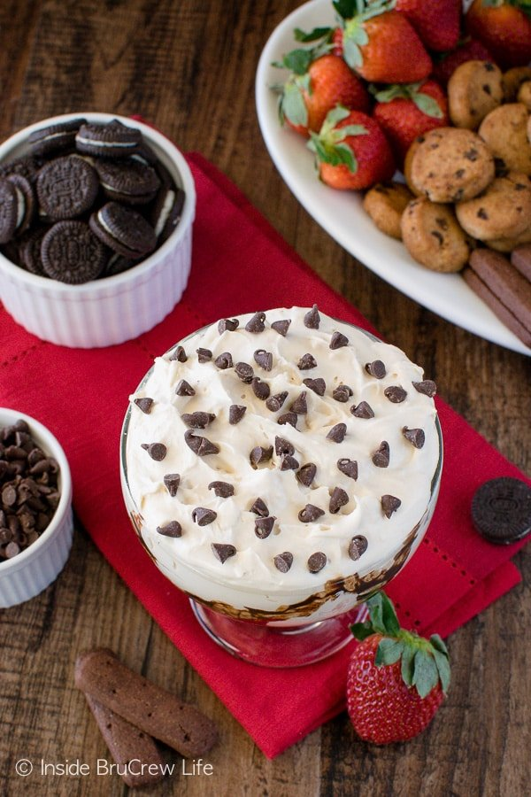 Mudslide Cheesecake Dip - this easy dip recipe tastes just like your favorite drink. Try it with cookies and fruit for a fun adult treat! Kid friendly options are available too!