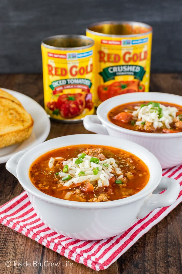 Easy Pizza Soup - a hearty homemade soup that is ready in minutes. This dinner recipe is loaded with lots of meat and veggies!