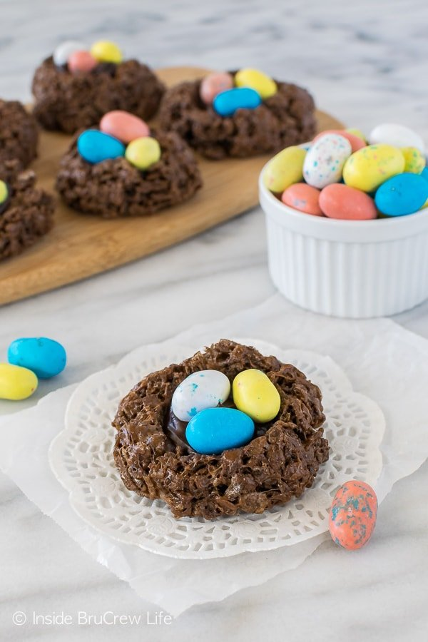 No Bake Easter Nest Cookies - a gooey chocolate center with candy eggs makes this a fun and easy Easter recipe for parties!