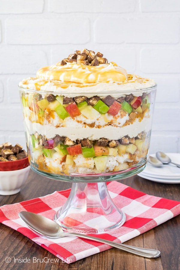 Apple Snickers Cheesecake Trifle - this easy no bake dessert has layers of cake, apples, candy bars, and cheesecake. Great no bake recipe for summer picnics!
