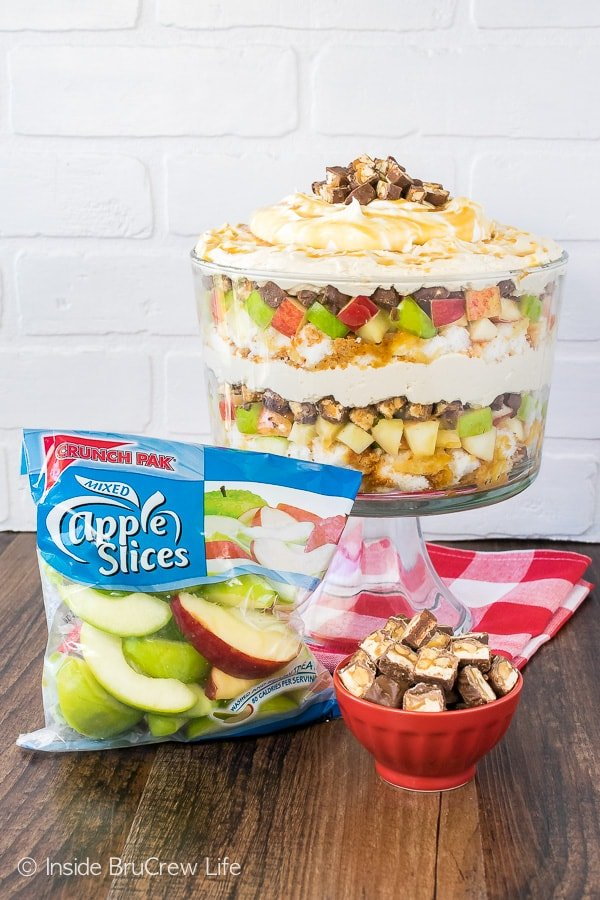 Apple Snickers Cheesecake Trifle - layers of crunchy apples and creamy cheesecake make this no bake cake trifle a great summer dessert recipe!