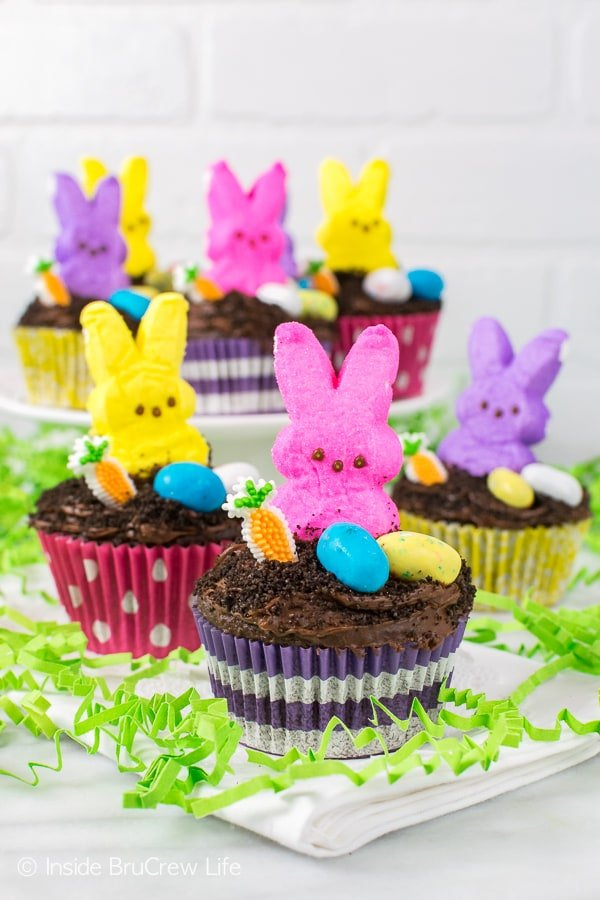 Easter Dirt Cupcakes - candies and a hidden pudding center makes these fun cupcakes a hit at every party. Great Easter recipe!