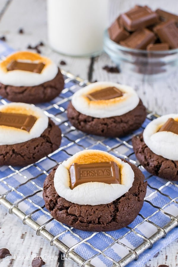 Easy Chocolate Marshmallow Cookies - easy chocolate cookies topped with gooey marshmallows and candy bars. Great recipe for summer picnics!