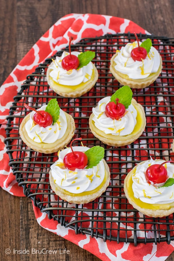 Mini Lemon Cheesecake Pies - easy dessert recipe filled with lemon and cheesecake goodness!