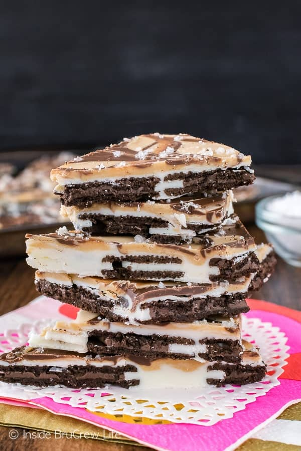 Salted Caramel Oreo Bark - swirls of chocolate, caramel, and cookies make this easy treat irresistible! Great no bake dessert for when you need a sweet treat quickly!