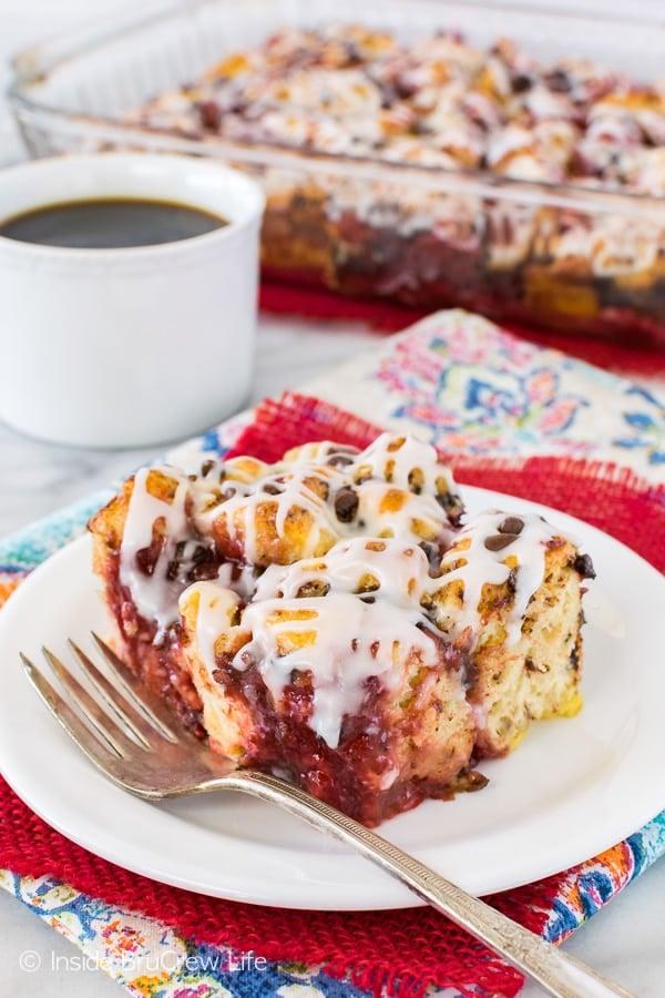 Strawberry Chocolate Cinnamon Roll Bake - soft cinnamon rolls baked with strawberry pie filling makes an awesome breakfast recipe!