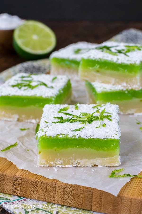 Key Lime Bars - a tart key lime filling and sweet cookie crust makes this easy bar recipe perfect for summer.