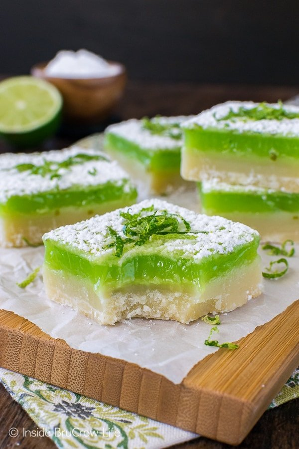 Key Lime Bars - the tart key lime filling goes so well with the sweet cookie crust. Perfect bar recipe for summer picnics and parties!