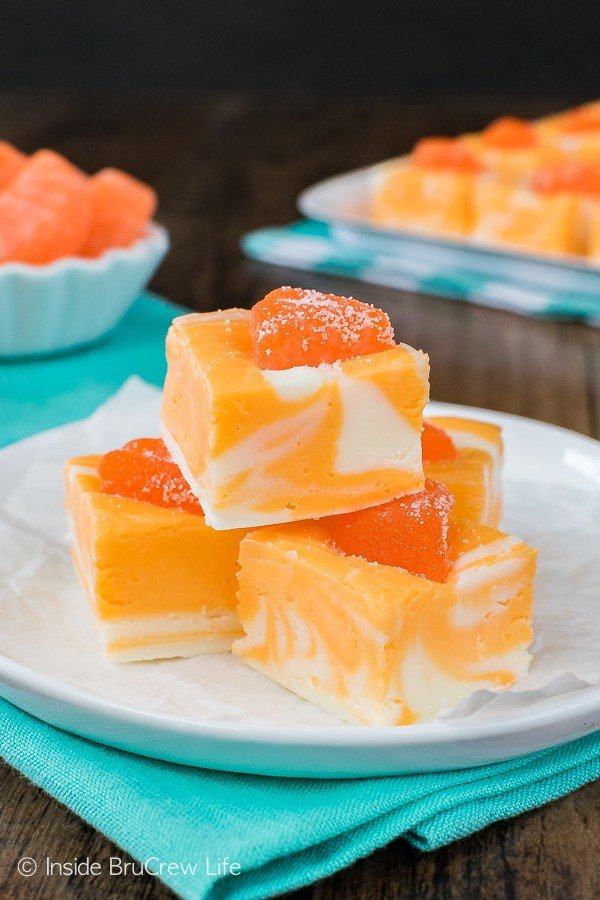 No Fail Orange Creamsicle Fudge - this easy fudge is made with just a few ingredients. This recipe is fail proof and looks so pretty!