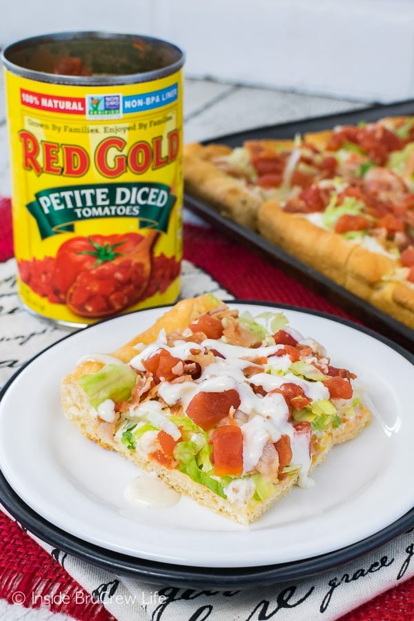 Chicken BLT Ranch Pizza - bacon, tomatoes, and lettuce add a great flavor to this easy cold pizza. Great recipe for summer picnics or dinners!