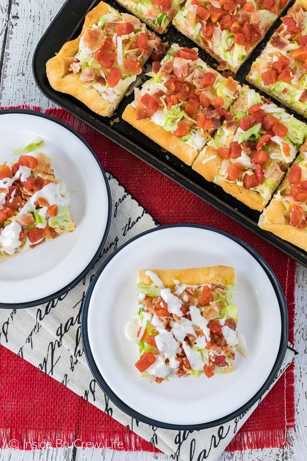 Chicken BLT Ranch Pizza - this easy cold pizza has all the flavor of the classic summer sandwich. Great recipe for picnics or dinners!