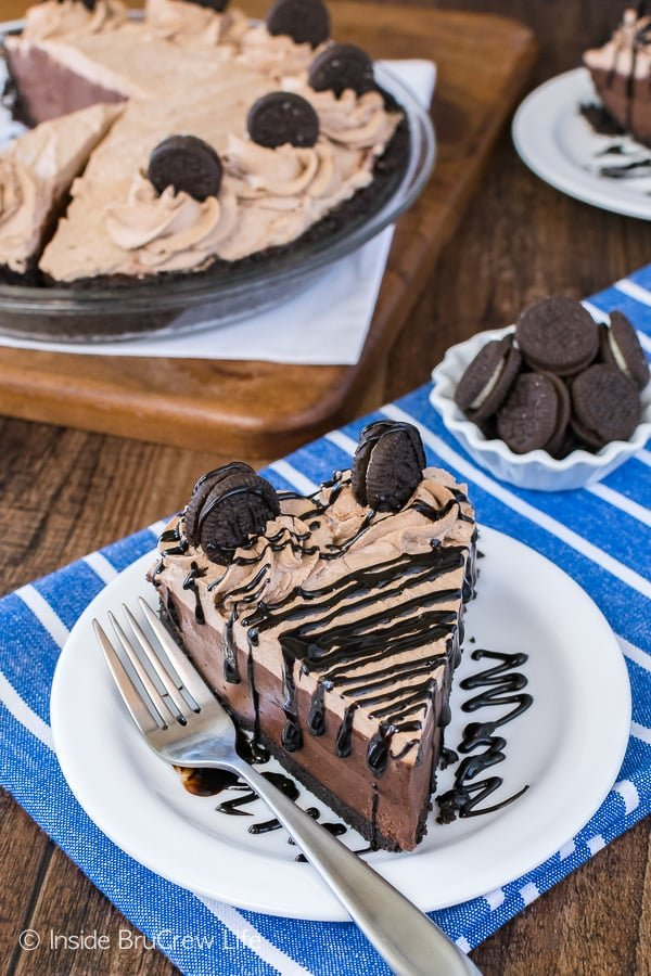 No Bake Chocolate Cream Pie - chocolate pudding, chocolate, cheesecake, and chocolate whipped cream make this easy no bake pie recipe perfect for summer!