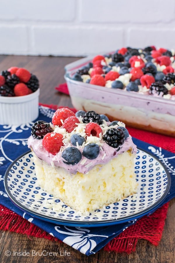 White Chocolate Berry Pudding Cake - fresh berries and white chocolate pudding add a fun and refreshing flair to this easy cake. Great dessert recipe for summer!