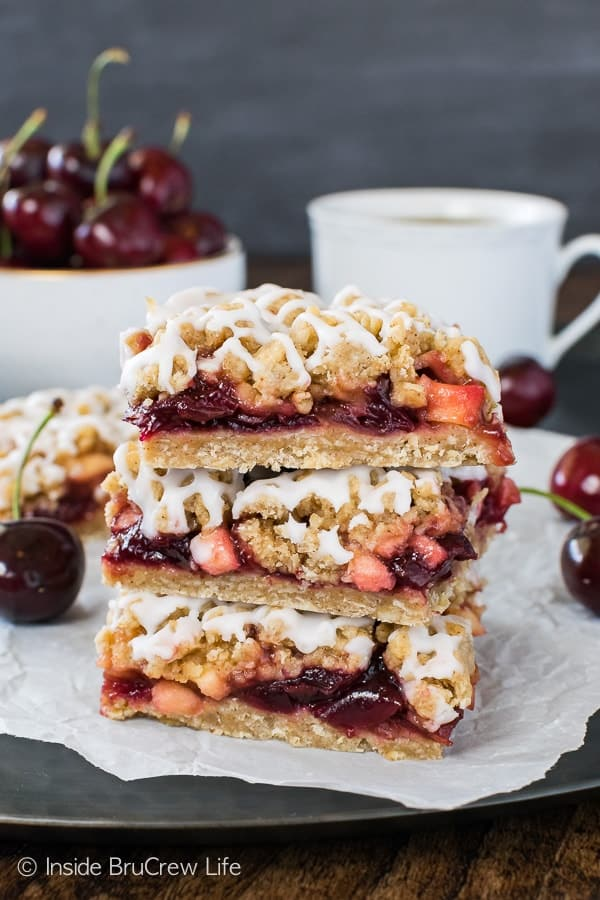 Cherry Apple Crumble Bars - the sweet fruit filling and spice crumbs make these easy treats a fun summer dessert. Try the recipe warm with ice cream!!!