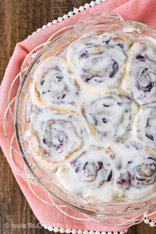 Cherry Sweet Rolls - these easy no yeast rolls can be made and eaten in less than one hour! Great breakfast recipe for summer mornings!