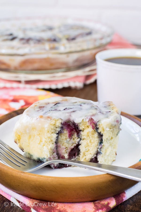 Cherry Sweet Rolls - an easy no yeast dough filled with homemade cherry preserves and drizzled with almond glaze makes an awesome breakfast. Great summer recipe!