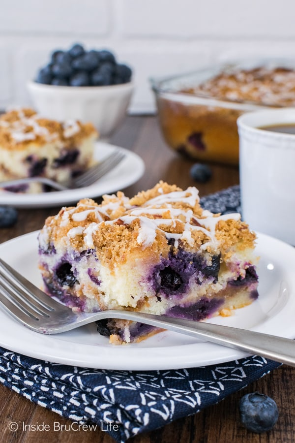 Blueberry Pecan Coffee Cake - cinnamon sugar swirls, fresh berries, and a drizzle of glaze makes this an awesome breakfast or brunch recipe!
