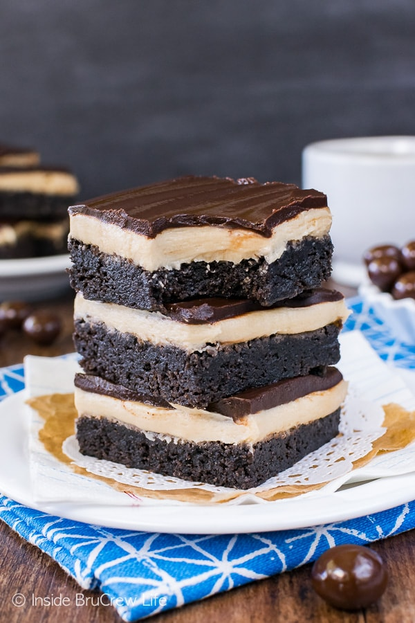 Coffee Cream Brownies - homemade brownies with layers of coffee frosting and chocolate is the way to go. Perfect dessertrecipe for the coffee lovers in your life!