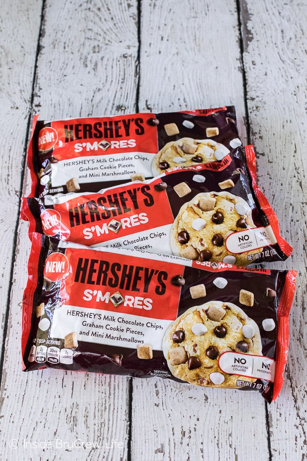 These easy Biscoff S'mores Pudding Cookies are loaded with this Hershey's s'mores mix.