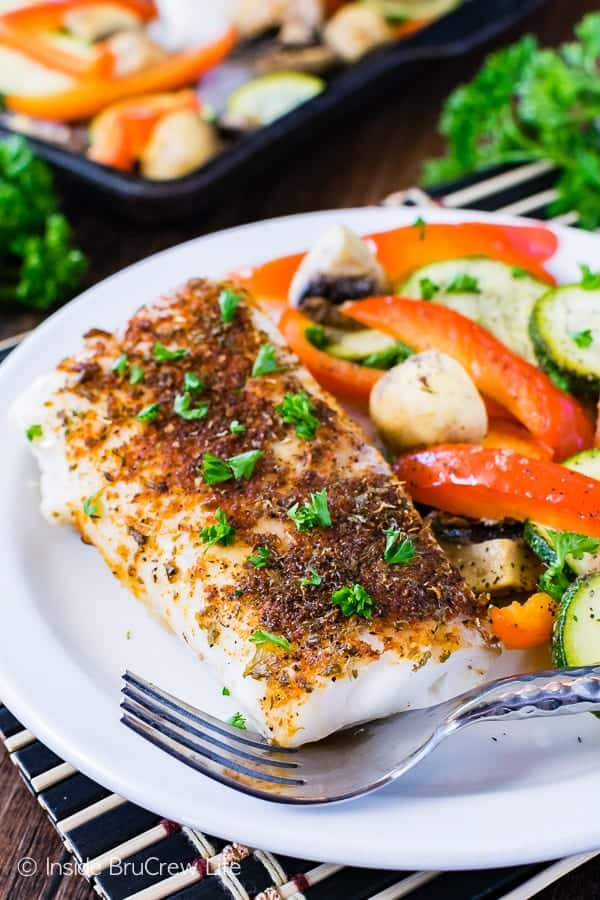 Sheet Pan Chili Lime Cod - this easy lean and green fish and veggie dinner is ready in less than 30 minutes. Great healthy recipe for busy nights!