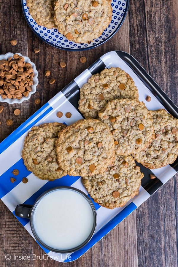 Cinnamon Banana Oatmeal Cookies - flat chewy cookies with crisp edges will have everyone coming back for another treat. Great recipe to make for an after school snack.