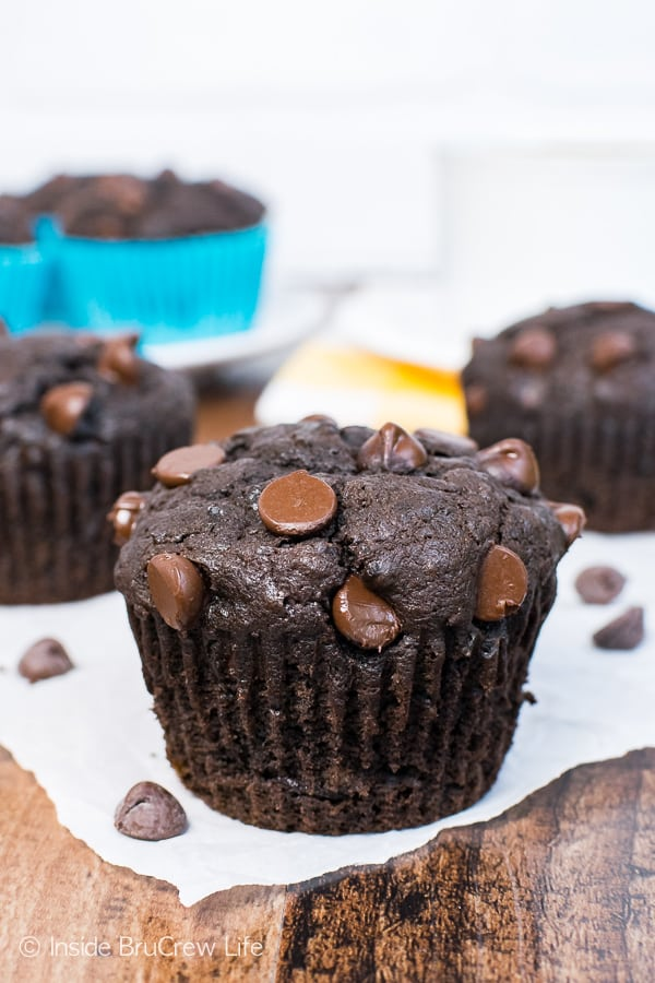 Dark Chocolate Banana Muffins - lots of banana and dark chocolate make these muffins a great breakfast recipe for busy mornings!
