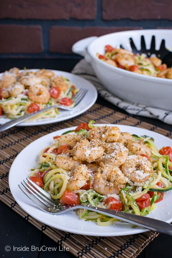 Parmesan Garlic Shrimp Zucchini Noodles - fresh zucchini noodles, tomatoes, and baked shrimp make this lean and green meal perfect for eating healthy. #leanandgreen #healthy #shrimp #zucchini #30minutemeal