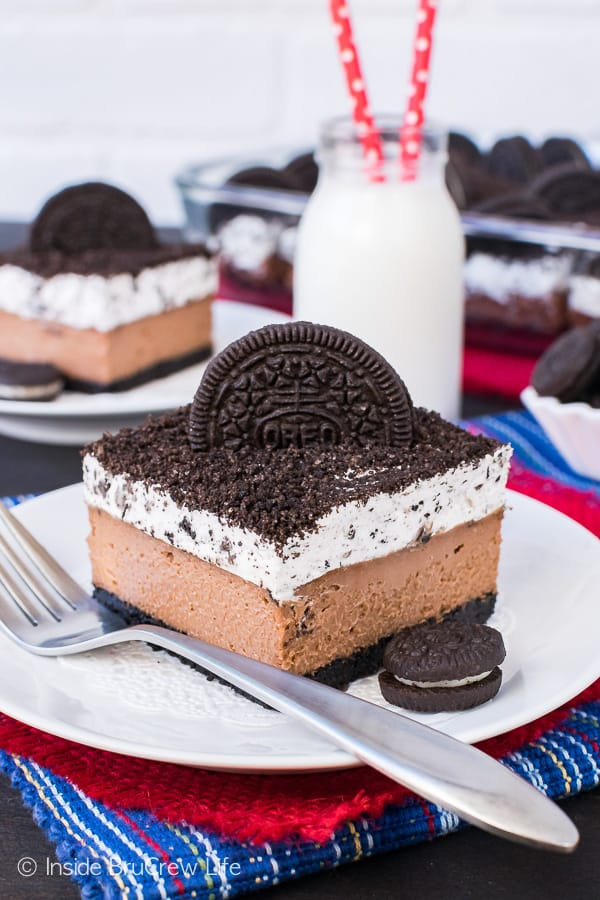 Chocolate Cookies and Cream Cheesecake Bars - layers of chocolate cheesecake and cookies and cream mousse makes this a must make cheesecake recipe