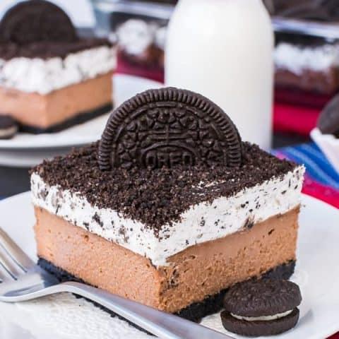 Chocolate Cookies and Cream Cheesecake Bars