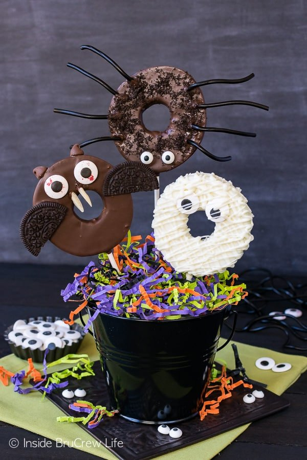 Chocolate Dipped Halloween Apple Rings - adding candies and cookies to these chocolate dipped apples gives them a fun twist. Easy no bake recipe for Halloween parties!