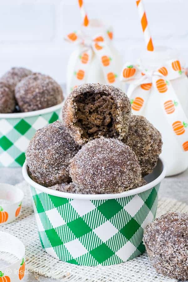 Chocolate Pumpkin Spice Donut Holes - a crunchy sugar coating will make you grab a few more of these fluffy donut holes. Perfect breakfast recipe for fall mornings!
