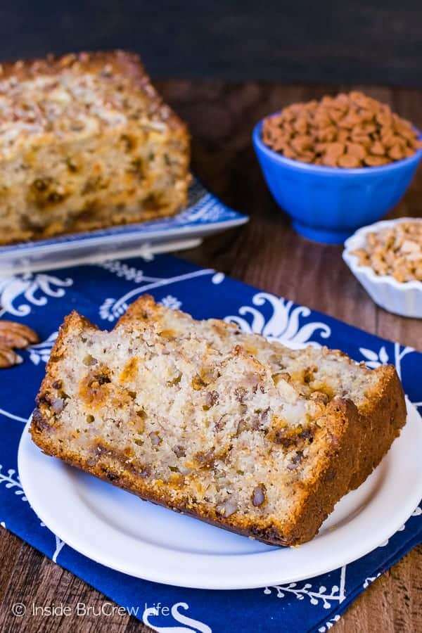 Cinnamon Toffee Pecan Banana Bread - this sweet bread is loaded with cinnamon and pecan bits. Easy recipe to use up those ripe bananas on the counter!
