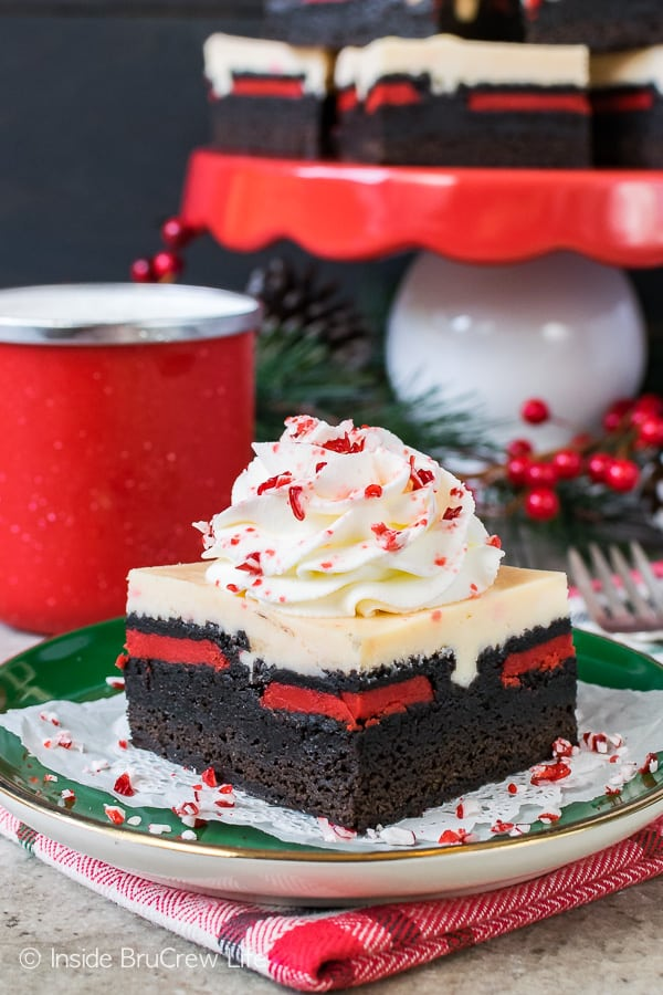 Peppermint Cheesecake Oreo Brownies - homemade brownies layered with cookies and cheesecake. Great recipe for Christmas parties!