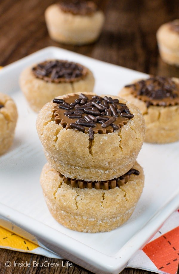 Peanut Butter Cup Cookies - soft little peanut butter cookies filled with a peanut butter cup candy. Great recipe for holiday cookie exchanges! #cookies #peanutbuttercups #holiday #christmas