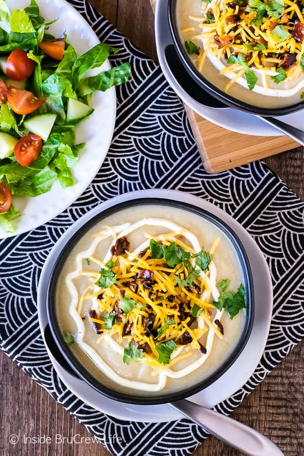Loaded Cauliflower Soup - this easy soup is made from just a few ingredients and tastes so creamy and delicious. Easy healthy recipe that tastes like comfort food!