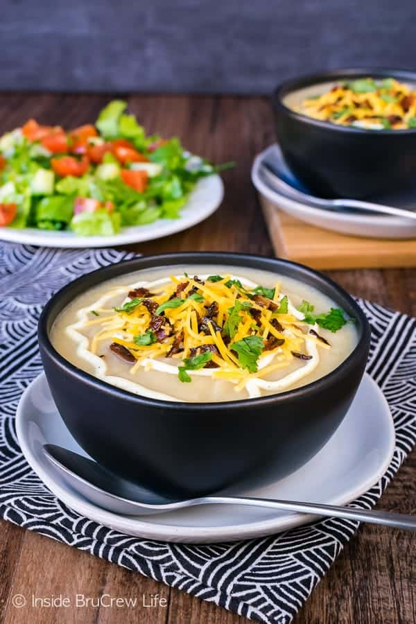 Loaded Cauliflower Soup - this creamy soup is loaded with all the flavor of your favorite soup but with all the health benefits of veggies. Easy healthy recipe that will warm you up on a cold night.