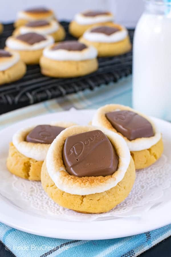 Peanut Butter Fluffernutter Cookies - soft peanut butter cookies topped with toasted marshmallows and candy bars is a fun treat for the cookie jar. Easy recipe for after school snacks. #cookies #peanutbutter #marshmallow #chocolate #afterschoolsnack #cookiejar